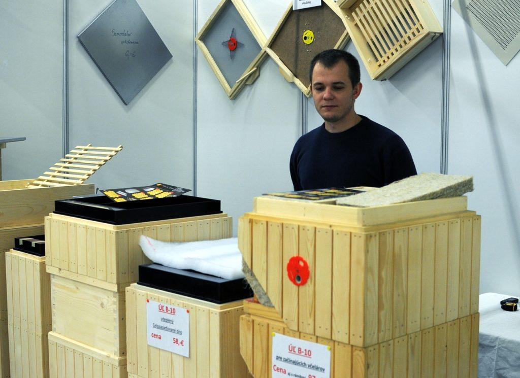 Dřevěné úly s konopnou izolací